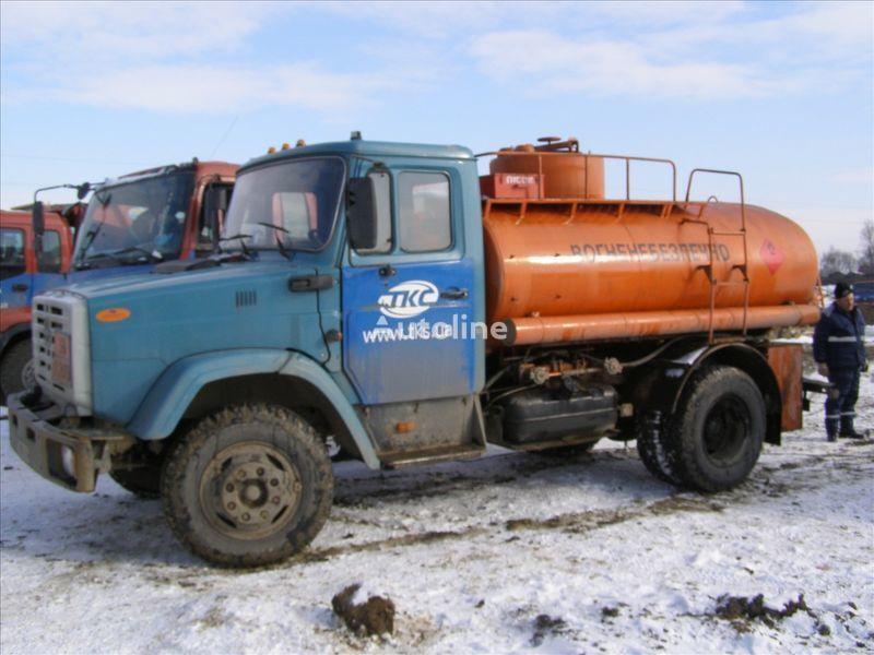 camião de transporte de combustivel ZIL 4310